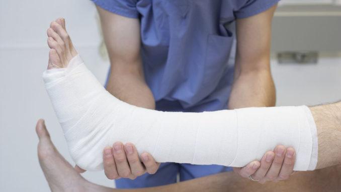 Educación es condenada a indemnizar con 90.000 euros a un niño que se rompió una pierna en clase degimnasia